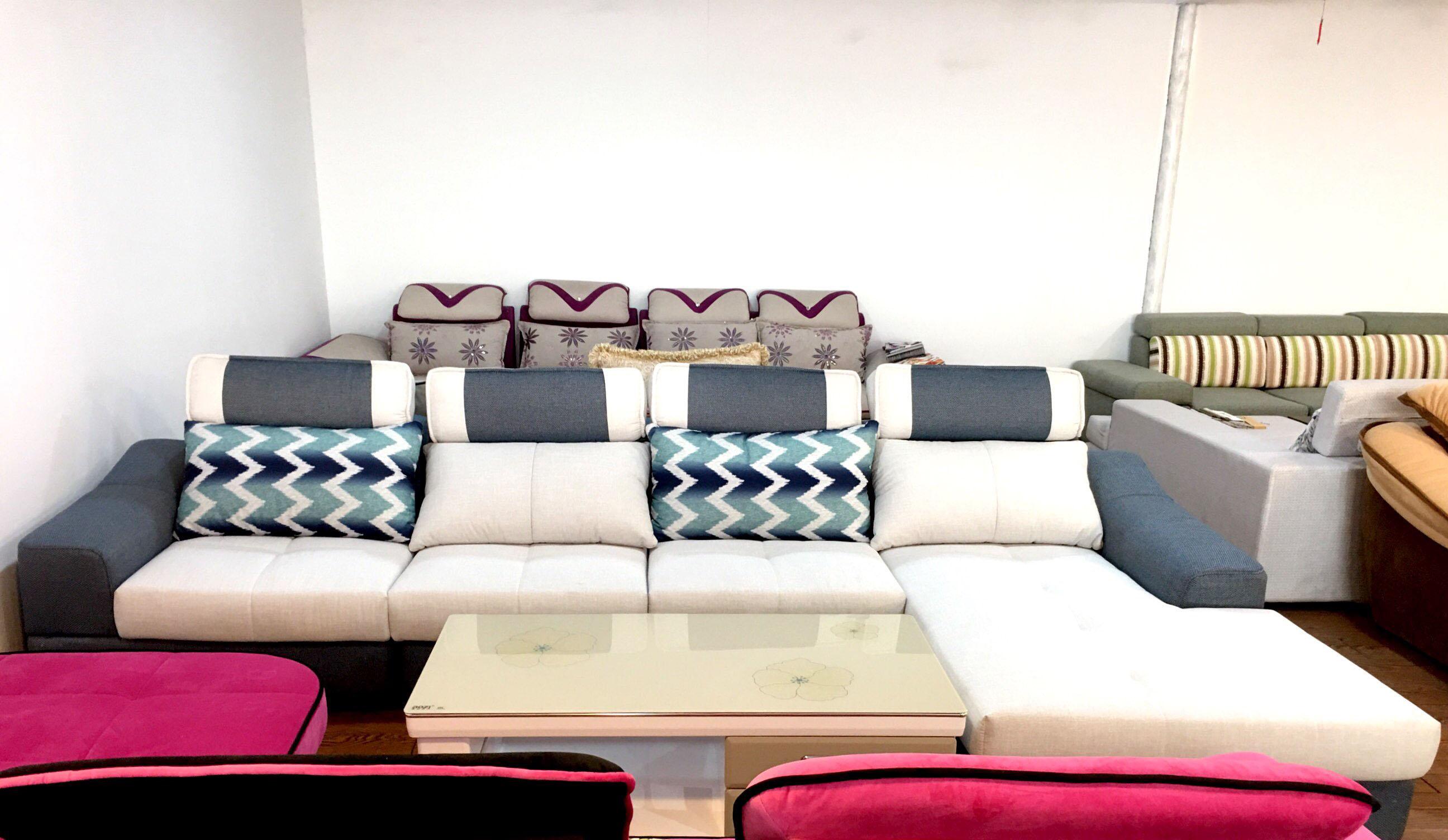 4,欧式布艺沙发: 款式比较大,有局限性,具有欧陆风格,一般都是仿照法