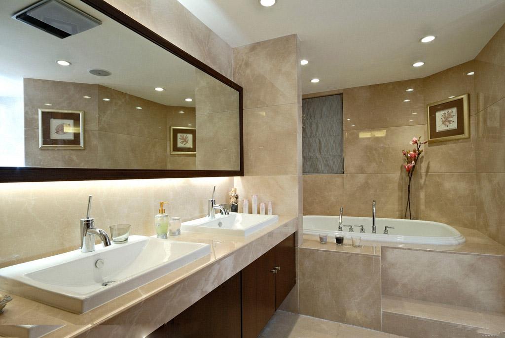 一般来说,长方形浴缸最适合小平米空间,但容易显得单调,选择四分之一