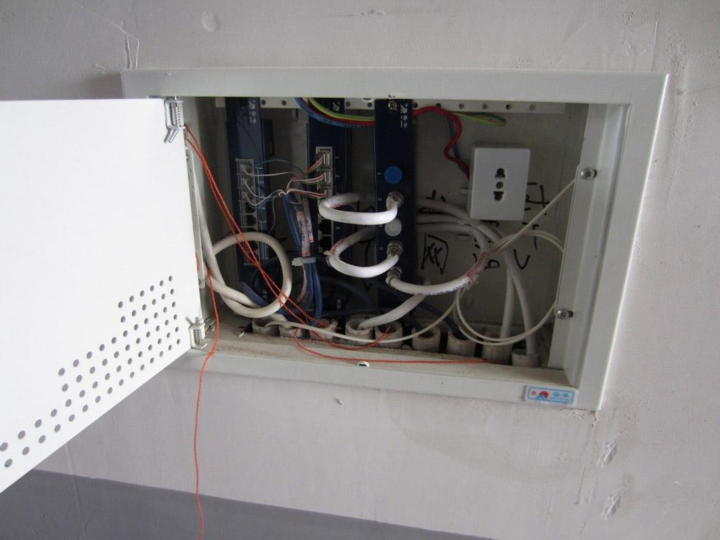 弱电箱_强弱电箱可以放在走入式衣柜吗