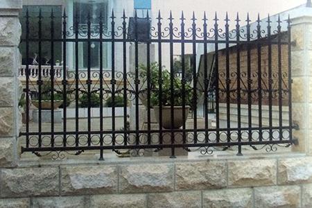 护栏网用途分类:公路护栏网,铁路护栏网,四川石笼网,运动场围栏网