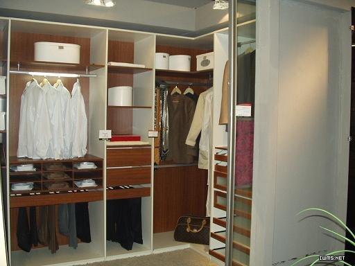 公司根据客户要求,现场设计各类款式的橱柜,衣柜,书柜,床以及入