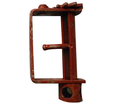 使用方法是;先将手扳棘轮紧线器的卡板扳到松线的位置,将钢丝绳全部拉