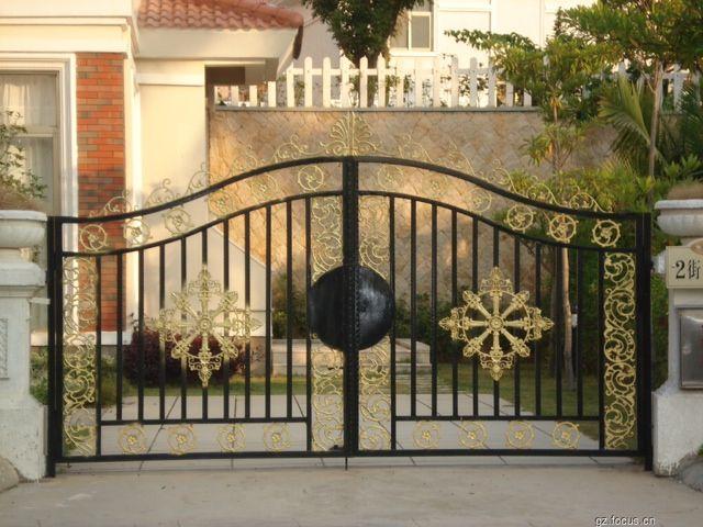 铁艺大门在欧式建筑中很常见