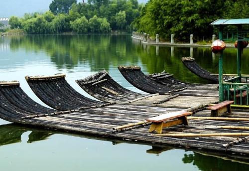 罗浮山风景区竹筏