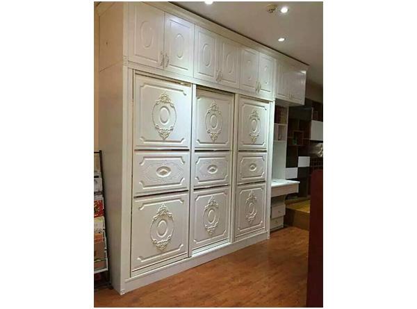 所以家居设计师们设计出了开放式衣柜