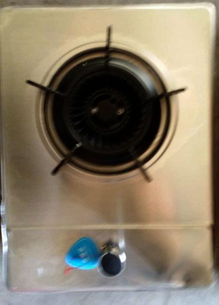 良好的燃烧器,火焰呈浅蓝色,火力旺盛,火苗高度大小均匀一致.