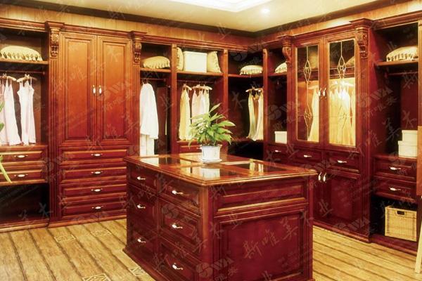 衣柜书柜一体效果图 赖氏家具和双叶家具哪个更好啊 我在