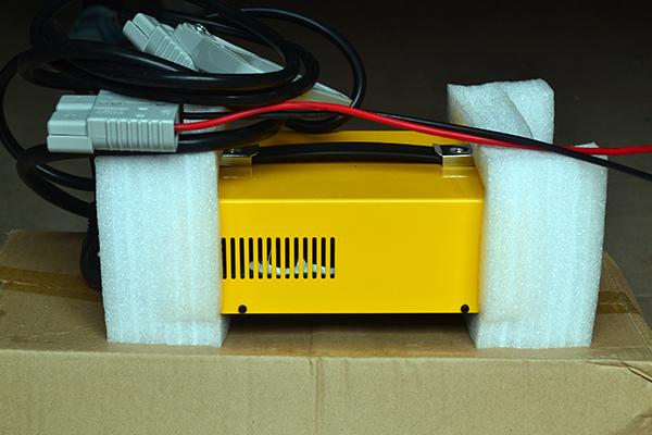 充电器 (3) 倍思特牵引电池 充电器 天能新能源电池