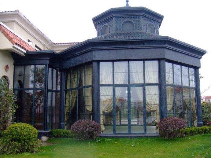 在那个阶段,人们按照自己的意愿建筑适合自己的阳光房,喜欢贴近自然的