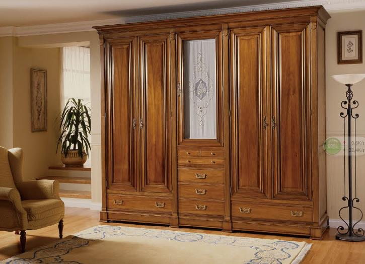 div>   4,不限风格:实木衣柜不受风格限制,而板木衣柜则只能做现代