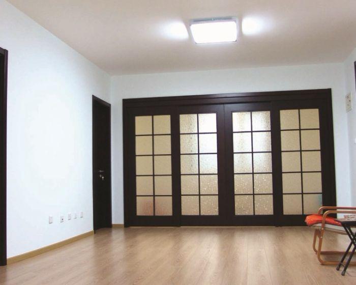 两扇衣柜推拉门内部结构设计