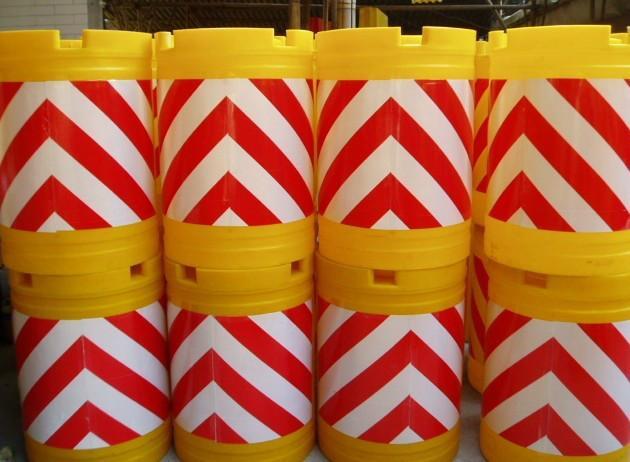 高速公途防护桶