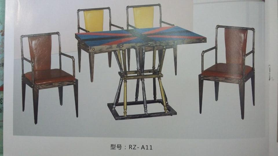 钢制餐桌椅(一般分为玻璃钢,不锈钢两种),木制餐桌椅(一般有实木餐桌