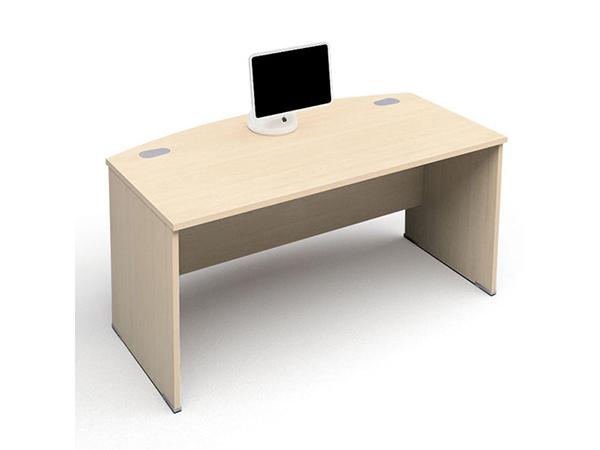 组合式 因电脑台和书柜甚至衣柜合为一体而得名。由于其既能节省空间又能避免家居风格不一致,所以深受白领居家喜爱,当前较多大学宿舍也是采用组合式电脑台。 转角电脑桌 电脑台符合转角需要,非常规的方正而得名。这种电脑台使得家居的转角得到充分利用,同时其时尚的外观,更是吸引了大量的购买者。 折叠式 既可以折叠又可以展开,以轻便方便而受大众欢迎。其的面板和托架一般以优质木为原材料,支架为不锈钢管材料。不用工具,简单的几个操作步骤就能实面在立体和平面的转换,折叠后可存放于壁橱、储物室或房间的各个角落。因此其受到都市