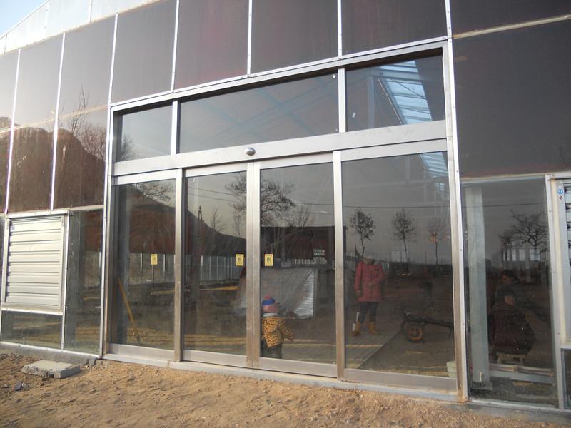 1,欧式高强度铝型材或不锈钢框,结构坚固合理.