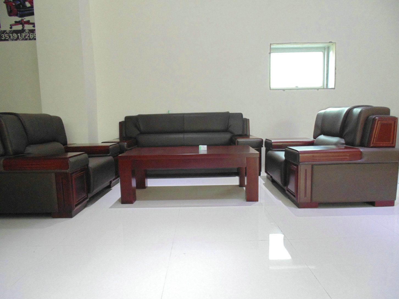 商品名称: 实木沙发001 名牌: 西安一品佳办公家具厂 型号: 实木