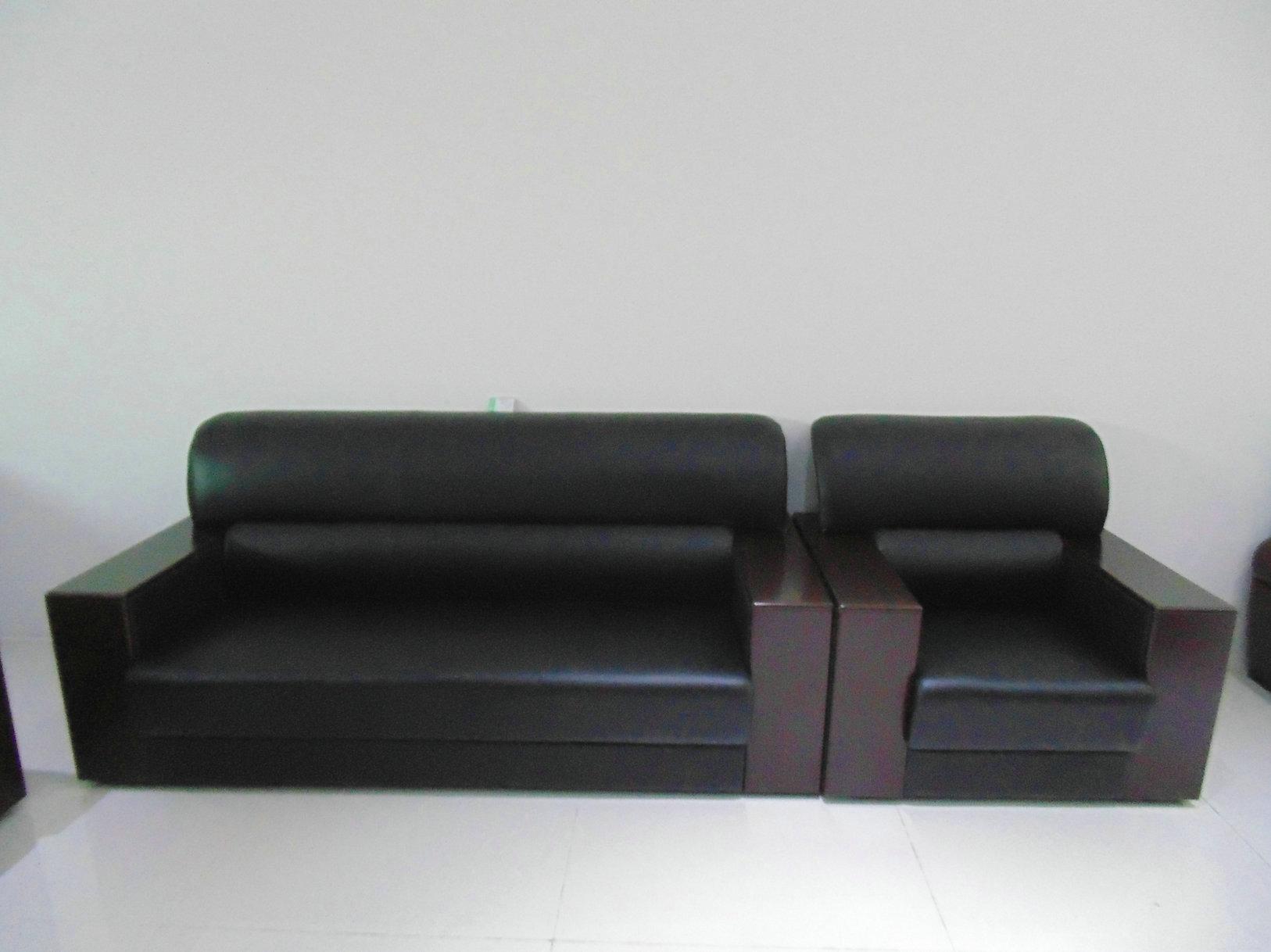 商品名称: 实木沙发006 名牌: 西安一品佳办公家具厂 型号: 实木沙发