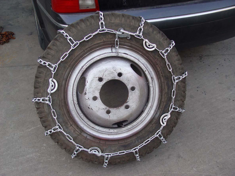 汽车防滑链从材质上来说通常分为铁链、聚氨酯(牛筋)、橡胶、锰合图片