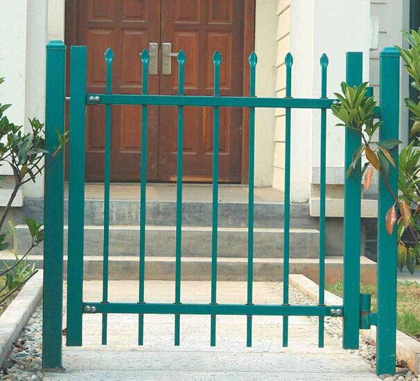 做铁艺大门要看你的门有多大来选用边匡方管,一般用40*60*2的锻打压