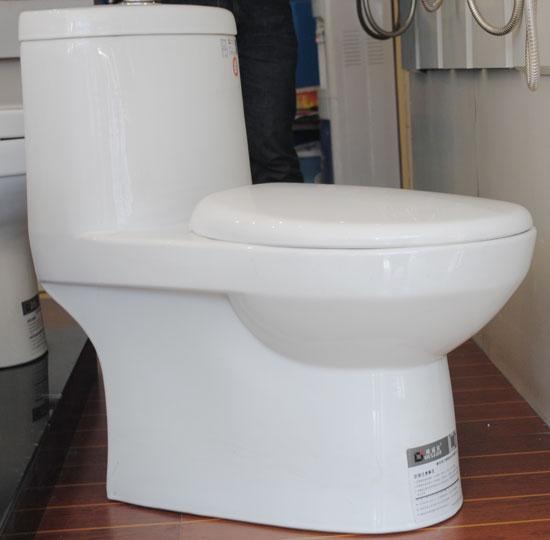 马桶和浴室柜距离8公分