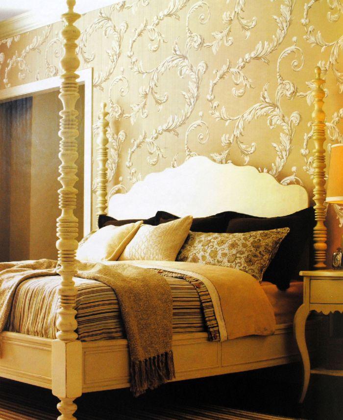 壁纸与居室装饰搭配 一、色彩搭配 清丽的绿、神秘的紫、欢快的黄、浓艳的红、浪漫的淡粉,不同的色泽能够为居室烘托出不同的氛围,营造出不同的装饰风格,恰当的色彩运用,配合家具的色调进行和谐搭配,便能让壁纸充分展现其色彩的无限魅力。 一般对于朝阳的房间,可以选用趋中偏冷的色调以缓和房间的温度感;而背阴的房间,则可以选择暖色系的壁纸以增加房间的明朗感。对于客厅、餐厅等人们活动较多的空间,宜选用明亮、热烈的色彩以调动人们的情绪。而卧室、书房等需要人静思的空间,则宜选用亮度较低或冷色系的色彩以使人集中精力专注于思考
