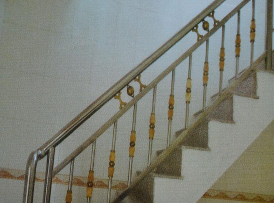 哈尔滨楼梯扶手制作 电梯 罢工 一个月 居民天天爬楼梯